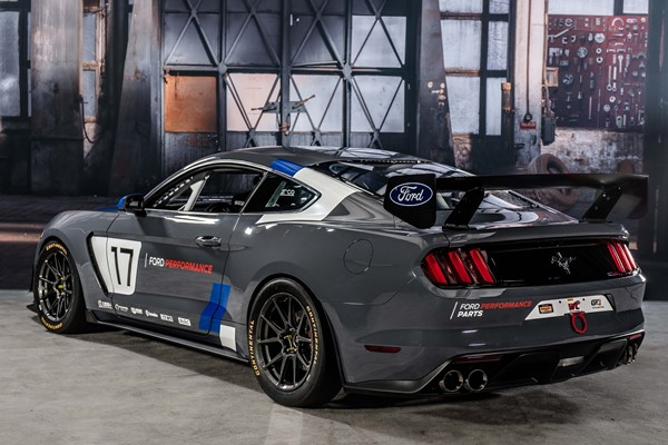 Mustang GT4 Ford Performance  0411-2